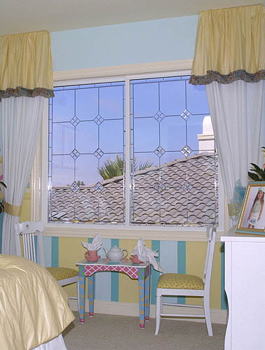 Here, these clear sliding windows bring the sky into this childrens room
